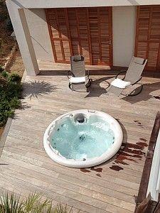 Spa ext rieur sur pinterest jacuzzi baignoires et for Spas et jacuzzis exterieurs