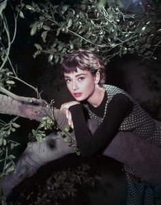 Pour le Cinéma, Givenchy Habillera Audrey Hepburn  dans SABRINA, Drôle de Frimousse, Diamants sur Canapé, Charade ...