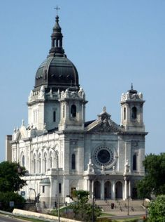 Basilica of Saint Mary in Minneapolis, MN. The first Basilica established in the United States and Co-Cathedral (with the Cathedral of Saint Paul) of the Archdiocese of Saint Paul and Minneapolis San Diego, San Francisco, Architecture Baroque, Church Architecture, Religious Architecture, Minnesota Home, Minneapolis Minnesota, Great Places, Places To Go