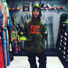 Completo #snowboard #DCshoes giacca spectrum pantaloni banshee #boots scout #maschera #OutOf  Puoi acquistare sul nostro #shop #online www.lm-snowboardstore.it