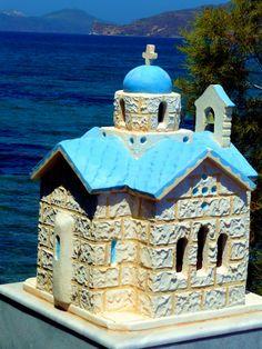 Greek Orthodox shrine near the sea. Folk Religion, Greece Pictures, Greek Beauty, Greek House, Unusual Homes, Catholic Art, Kirchen, Greek Islands, Most Beautiful Pictures
