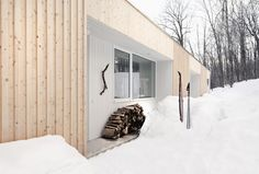 Blue Hills House by la SHED architecture, Morin-Heights, Quebec, Canada - 2012 La Shed Architecture, Residential Architecture, Chalet Design, House Design, Quebec, Blue Hill, Of Montreal, Storey Homes, House On A Hill