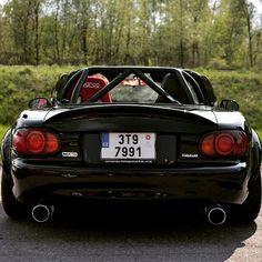@adam_adix_reichel #czechrepublic   #TopMiata #mazda #miata #mx5 #eunos #roadster #duplexexhaust #sparco