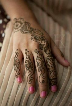 Cute henna art...