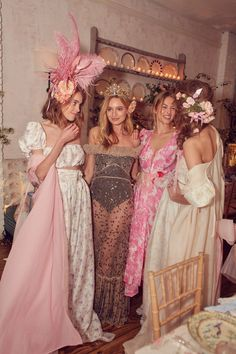 LoveShackFancy Fêtes Its New Bleecker Street Store With the Dreamiest Dinner Look Fashion, Fashion Tips, Fashion Design, Fashion Quiz, 80s Fashion, Modest Fashion, Fashion Pants, Korean Fashion, Vintage Fashion