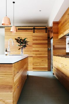 nature-meets-modernity-in-this-artful-melbourne-home-1579381-1449021188.640x0c