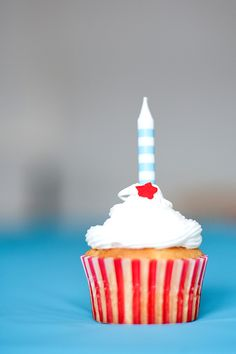 Circus Birthday Cupcake - I can totally make something like this for Benjamin!