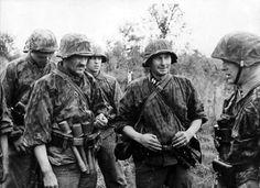 1943 Le commandant du 42e Régiment de la 19.Waffen Grenadier Division of the SS, Latvian
