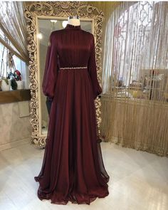 So beautiful ! Muslim Evening Dresses, Hijab Evening Dress, Muslim Wedding Dresses, Dress Wedding, Abaya Fashion, Muslim Fashion, Modest Fashion, Fashion Dresses, Hijab Prom Dress