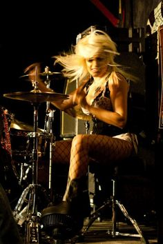 drummer girl in fishnets ;)