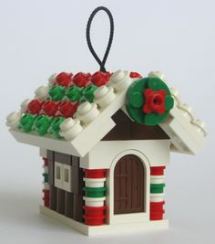 049-GingerbreadHouse-Cropped