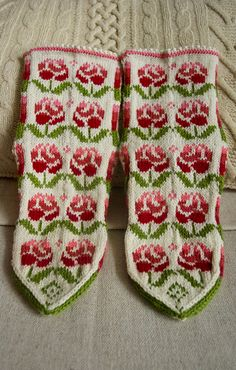 """This pair until I finish a collection of """"Flowers"""", perhaps I'll come back to it if there are new ideas .In this project I used the scheme link text, a little bit of reworking Fingerless Mittens, Knit Mittens, Knitting Socks, Mitten Gloves, Fair Isle Knitting Patterns, Knit Crochet, Hooks, Crocheting, Sew"""