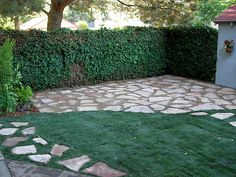 Yard Crasher's guide on how to make a flagstone patio.