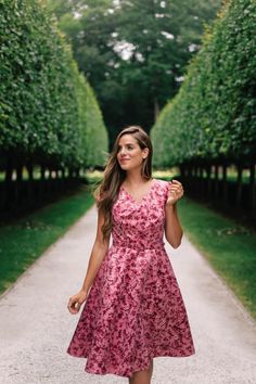 Fall florals dance across our classic, cap-sleeved Elle dress. Its fit and flare silhouette, accented by a belt, is endlessly flattering and always ready for a twirl. Pink Floral Dress, Vintage 1950s Dresses, Gal Meets Glam, Dress Me Up, Fit And Flare, Poses, Portrait, My Style, Clothes