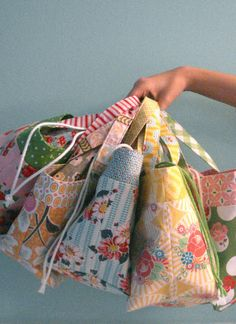 5 lunch bags from 5 fat quarters - Sale! Shop at Stylizio for womens and mens designer handbags luxury sunglasses watches jewelry purses wallets clothes underwear Sewing Hacks, Sewing Tutorials, Sewing Crafts, Sewing Projects, Sewing Patterns, Diy Projects, Sewing Lessons, Fabric Bags, Fabric Scraps