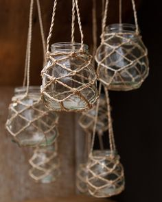 We can easily make these jute string mason jar lanterns for the front window at some point. Could be a cool way to vary sizes and textures. I like how they are more rustic and like catching fireflies outside. Baby Food Jar Crafts, Baby Food Jars, Mason Jar Crafts, Bottle Crafts, Twine Crafts, Diy Cadeau Noel, Hanging Vases, Hanging Mason Jars, Mason Jar Lighting