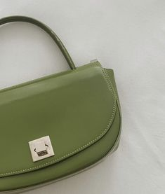 Matcha Green Tea, Unique Earrings, Neue Trends, Purses And Handbags, Travel Bags, Style Guides, Saddle Bags, At Least, Fashion Accessories