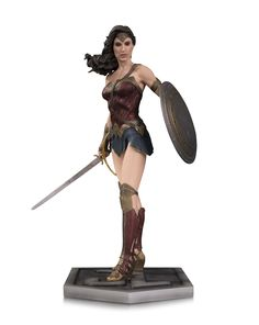 This amazing tall Wonder Woman Statue from the Justice League Movie is the perfect addition to any DCEU fan's collection! The statue is made from intricately detailed polyresin and includes a Justice League themed base. Superman, Easy Halloween Costumes Kids, Funny Halloween, Statue Base, Who Goes There, Justice League Wonder Woman, Wonder Women, Gal Gadot, Harley Quinn