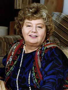 Academy Award winning American actress Shelley Winters was born today in Her career spanned over 50 yrs on large & small screen as well as stage. She won 2 Oscars, one for Diary of Anne Frank and one for A Patch of Blue. She passed in Golden Age Of Hollywood, Vintage Hollywood, Hollywood Stars, Classic Hollywood, Hollywood Icons, Akira, Shelley Winters, Actrices Hollywood, Movies