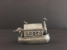 Een persoonlijke favoriet uit mijn Etsy shop https://www.etsy.com/nl/listing/386304730/vintage-kleine-tinnen-arc-van-noach