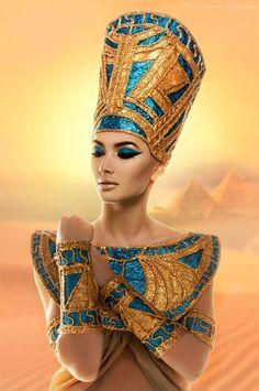 Menjadi Cleopatra dengan Gaya Make Up Arabia Cleopatra Makeup, Egyptian Makeup, Egyptian Fashion, Egyptian Beauty, Egyptian Costume, Egyptian Queen, Ancient Egyptian Art, Nefertiti Costume, Ancient Egypt Fashion