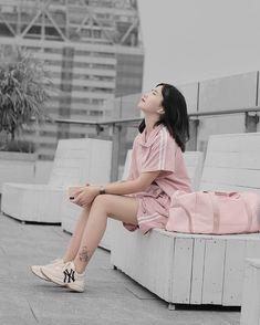 Cute Korean Girl, Asian Girl, Beautiful Girl Image, Girls Image, Ulzzang Girl, How To Take Photos, Girl Pictures, Photography Poses, My Idol