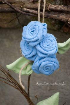 la Tana del Coniglio: handmade spring decoration with fabric flowers / decoro primaverile - rose di stoffa