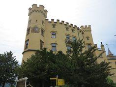 #Schloss #Hohenschwangau im #Allgäu. Wunderschön für eine #Besichtigung. #Heertümlich und viele Eigenschaften. Notre Dame, Building, Travel, Rv, Travel Advice, Viajes, Nice Asses, Buildings, Destinations