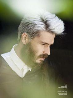 cabelo-platinado-masculino-com-topete-moicano