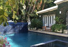 House in Beverly Hills, United States. Beautiful, private, 500 sq feet guesthouse with private entrance in the best and most exclusive neighbor hood of Beverly Hills, 2 minute drive from Sunset blvd.  The studio guesthouse is placed above street level on top of a double garage (belongi...