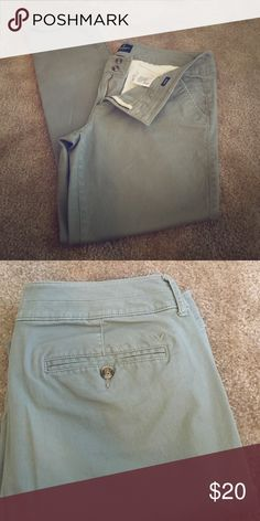 AEO Twill Skinny Pant Great condition. AEO 16 Long Skinny dress pant, olive green. American Eagle Outfitters Pants Skinny