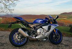 Yamaha R1 Yamaha Motorcycles, Yamaha R1, Ducati, Cars And Motorcycles, Stunt Bike, Motorcycle News, Bike Life, Sport Bikes, Stunts