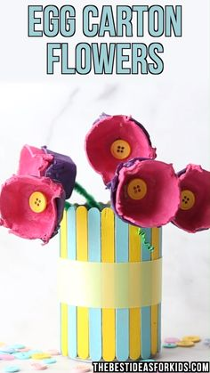 EGG CARTON FLOWERS 💐 - these egg carton flowers make the perfect Spring or Mother's day craft! This is such an easy Mother's Day craft for kids. Love that you can recycle egg cartons to make them. crafts for mothers day EGG CARTON FLOWERS 💐 Easy Mother's Day Crafts, Mothers Day Crafts For Kids, Spring Crafts For Kids, Bee Crafts, Flower Crafts, Art For Kids, Simple Crafts For Kids, Art Children, Diy Flowers