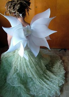 pretty wings for a flower girl? Flower Costume, Fairy Clothes, Forest Fairy, Fairy Princesses, Fairy Wings, White Roses, Playing Dress Up, Costume Design, Dream Wedding