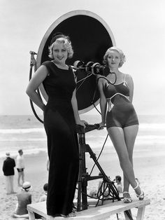 Joan Blondell, Bette Davis.