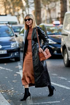 Street Style From Paris Fashion Week, monochromatic outfit, bronze outfit, the perfect ankle boots, sock boots Mens Fashion Week, Star Fashion, Look Fashion, Paris Fashion, Korean Fashion, Spring Fashion, Autumn Fashion, Womens Fashion, Fashion Trends