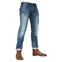 PME Legend jeans, model Denim Sweat Commander. Deze jeans heeft een curved leg, low front rise, normal back rise, scoop front pockets, phone pocket and wing shaped back pockets - NummerZestien.eu