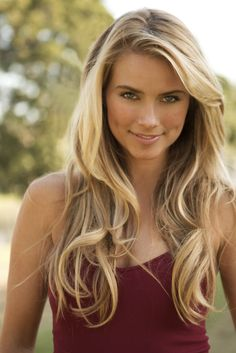 Amazing long blonde hair. The perfect summer blonde hair!