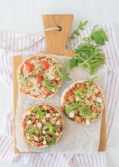 pita pizza's (Laura's Bakery) A Food, Good Food, Food And Drink, Yummy Food, Quiches, Pita Pizzas, Bakery Recipes, Vegetable Pizza, Main Dishes