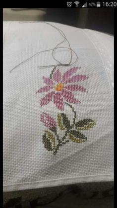 This Pin was discovered by Sem Cross Stitch Embroidery, Hand Embroidery, Cross Stitch Boards, Free To Use Images, Bargello, Cross Stitch Flowers, Flower Patterns, Blackwork, Diy And Crafts
