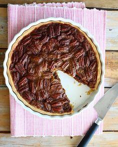 Het ultieme pecan pie recept lees je hier. Met krokante korst en zachte vulling, pure verwennerij!