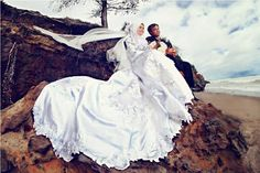 Costume : Pita 40's Bridal by Mama Meme Costume Makeup & Hijab : Dini Mudrika for Mama Meme Costume Photographer : Eef Sjahranie for inFrame Studio Clients : Febriyana Ira & pasangan.