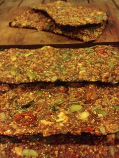 Raw Flax Crackers, Tomato Basil - Raw Flax Crackers, Tomato Basil: 14 Steps (with Pictures) Source by yogamissy Raw Cracker Recipes, Raw Vegan Recipes, Vegan Foods, Vegan Snacks, Cooking Recipes, Healthy Recipes, Cooking Tips, Freezer Recipes, Vegan Raw