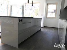 LÄNGE: 940 mm BREITE: 470 mm STÄRKE: 6 mm SYSTEM: Dropdown Clic mit Fase #hafroedleholzböden #parkett #böden #gutsboden #landhausdiele #bödenindividuellwiesie #vinyl #teakwall #treppen #holz #nachhaltigkeit #inspiration Vinyl Dekor, Kitchen Island, Infinity, Inspiration, Home Decor, Wood Floor, Stairways, Sustainability, Island Kitchen
