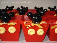 Cachepos para doces e guloseimas, ideal para decoração de aniversários, centro de mesa e lindas lembrancinhas.    _______________________________________________  Frete sempre por conta do comprador , calculado por quantidade e CEP  Venda mínima: 6 unidades  Tema: Mickey ou Minnie    Não há venda...