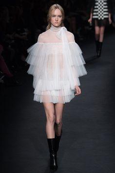 Valentino Fall 2015 RTW Runway - Vogue-Paris Fashion Week