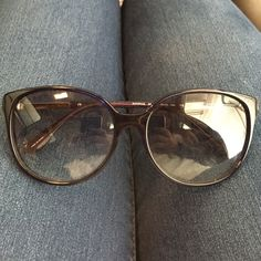 Authentic Kate Spade sunglasses Navy Kate spade sunglasses. Barely used and in great condition. kate spade Accessories Sunglasses
