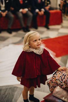 Girls Dresses, Flower Girl Dresses, Wedding With Kids, Wedding Dresses, Fashion, Cape Clothing, Dress Girl, Velvet, Winter
