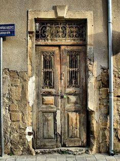 Los mundos de Alisia / Si se te cierra una puerta, abre una ventana