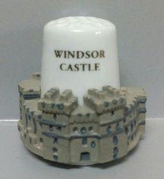Castillo de Windsor, Inglaterra. Dedal de porcelana, estaño pintado a mano